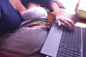 dormida trabajando
