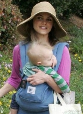 keri-russell-and-ergo-baby-carrier-gallery