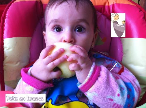 10 meses, las frutas enteras y a mordiscos